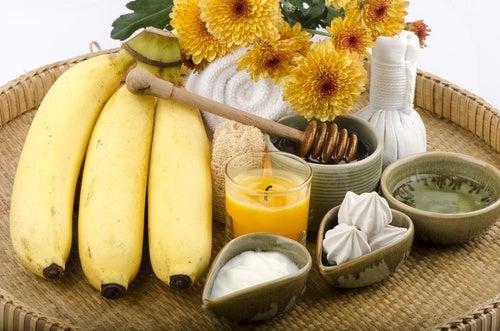 Mascara-de-iogurte-mel-e-banana-para-atenuar-as-rugas