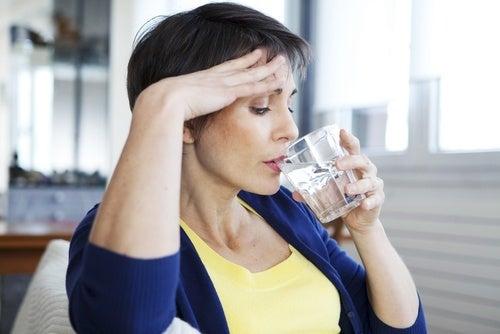 Sentir sede é algo que você deve saber sobre a menopausa