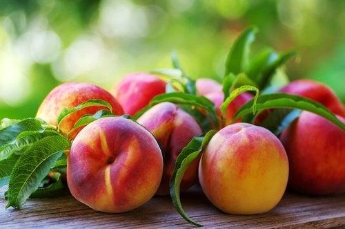 O pêssego é uma das frutas para aliviar os sintomas da gastrite