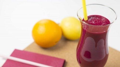 Suco de beterraba e limão para depurar o fígado