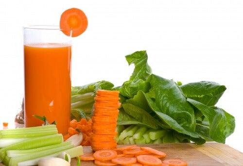 Relaxe os músculos com esta bebida natural de cenoura e aipo