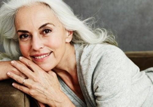 Yazemeenah Rossi releva os segredos para se conservar bem aos 60 anos