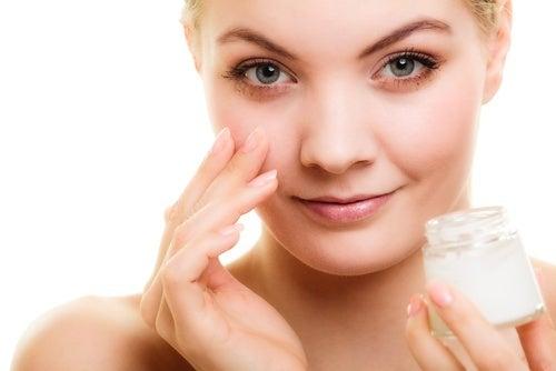 Conselhos para prevenir as rugas no contorno dos olhos e um sérum natural