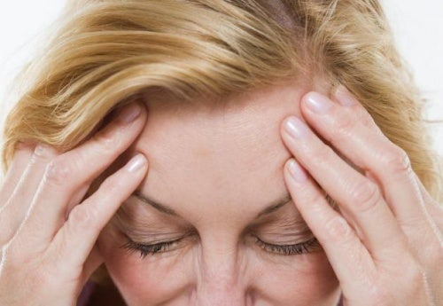 Dores de cabeça é algo que você deve saber sobre a menopausa