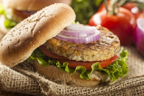 hambúrgueres saudáveis de lentilhas e quinoa