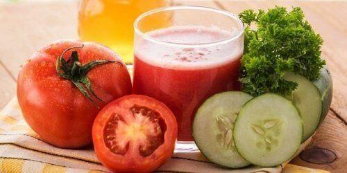 O suco de tomate, pepino e aipo é um dos melhores sucos para emagrecer