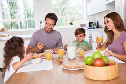 Familia-tomando-cafe-da-manha