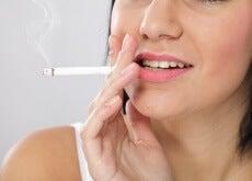 Fumar altera a saúde do rosto