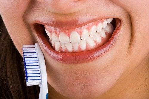 Escova de dente para combater o mau hálito