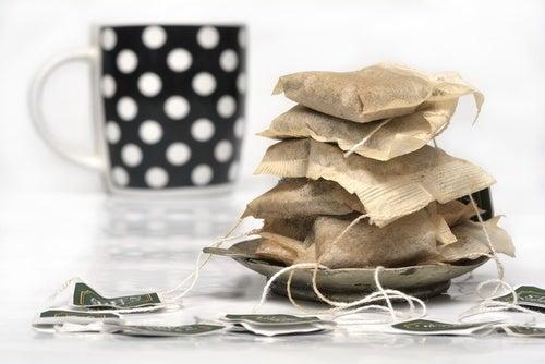 Saquinhos de chá para limpar a casa