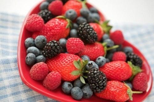 Bebida detox à base de frutas vermelhas