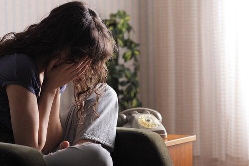 Mulher chorando porque não tem uma atitude positiva
