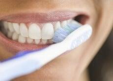 O que acontece com nosso corpo quando passamos muito tempo sem escovar os dentes