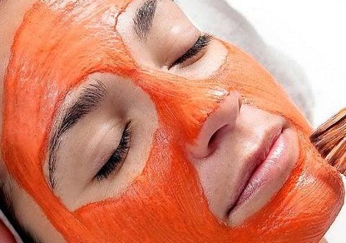 Máscaras naturais contra o envelhecimento e para combater o efeito da fadiga