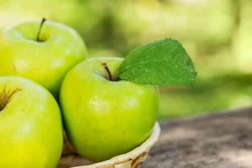 A maçã pode ser usada para fazer vitaminas