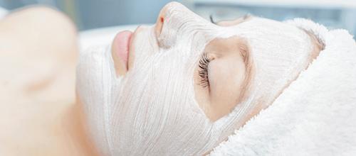 Máscaras naturais de iogurte e uvas para combater o efeito da fadiga