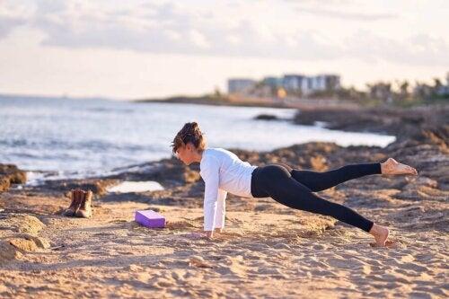 Praticar ioga é ótimo para cuidar do corpo