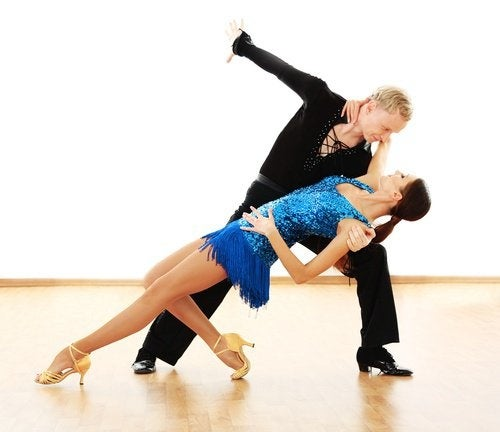 Casal-dancando-salsa