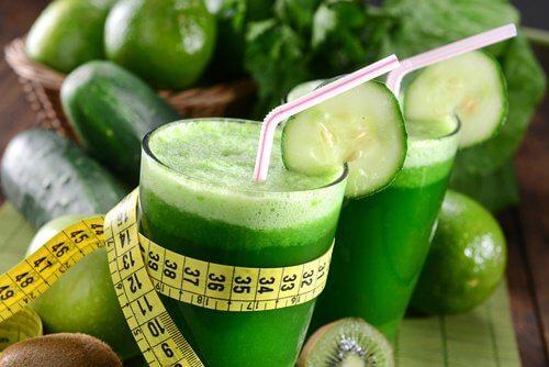 Os melhores sucos verdes para queimar gordura e controlar a ansiedade