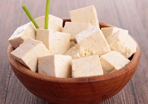 Tofu cortado em cubos