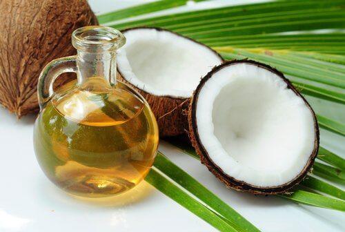 Óleo de coco para fazer chá anti-inflamatório