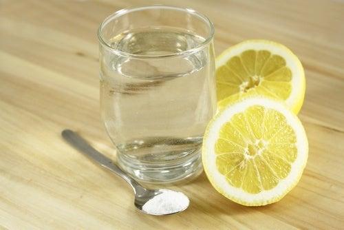 água-com-limão-contra-dores-de-cabeça