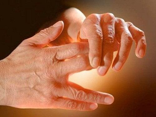 Dor em mãos de idoso