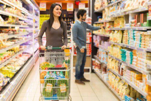 Ir ao supermercado com fome: hábitos que engordam