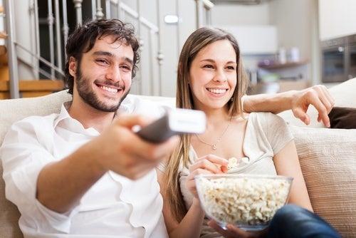 casal-vendo-filme-juntos