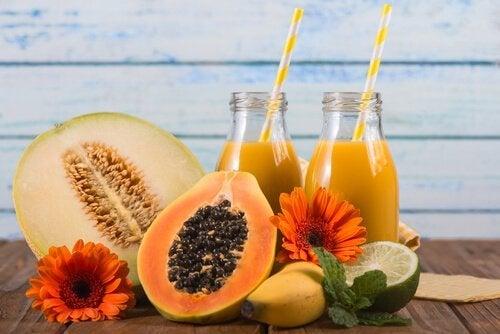 Bebida de mamão para combater a distensão abdominal