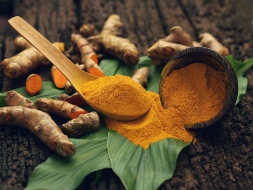 A cúrcuma pode ser utilizada para preparar um analgésico natural