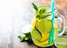 Bebida natural de pepino, limão e laranja para acelerar o seu metabolismo