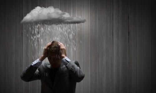 Homem frustrado e pessimista