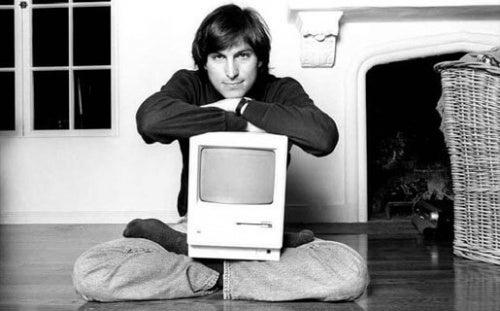 Steve Jobs com computador
