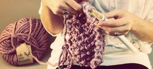 Tricotar para evitar a dor nas mãos