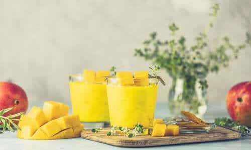 3 vitaminas de cúrcuma ricas em antioxidantes, tão deliciosas que você não vai acreditar nos seus benefícios