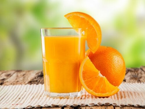 Suco de laranja para limpar o cólon