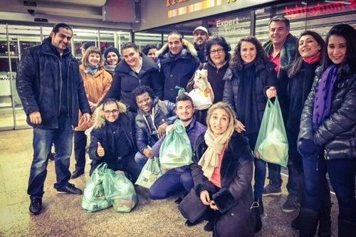 Pessoas contra o desperdício nos supermercados