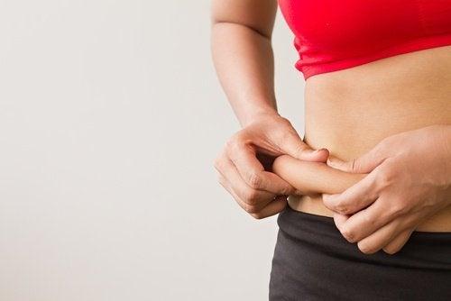 Gordura acumulada: causas e áreas do corpo
