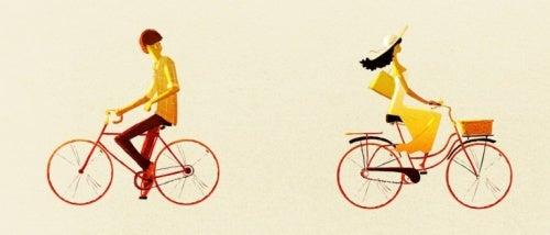 Casal andando de bicicleta sem querer dar explicações