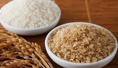 O arroz pode ajudar a combater o mau cheiro no armário