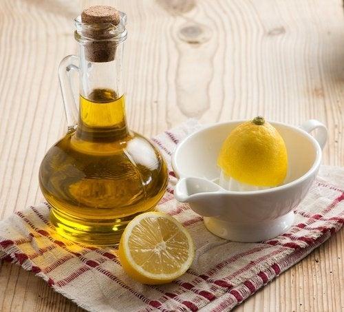 Azeite de oliva e limão para limpar o fígado e reduzir as olheiras