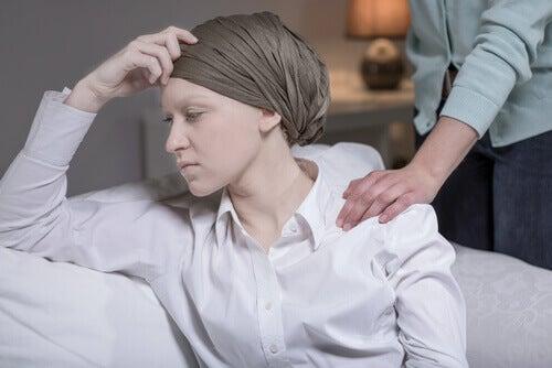 Mulher com câncer de mama