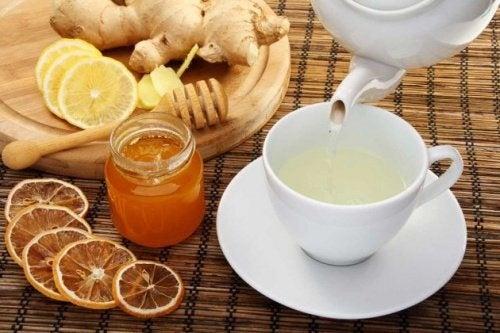 Chá de gengibre contra enjoos