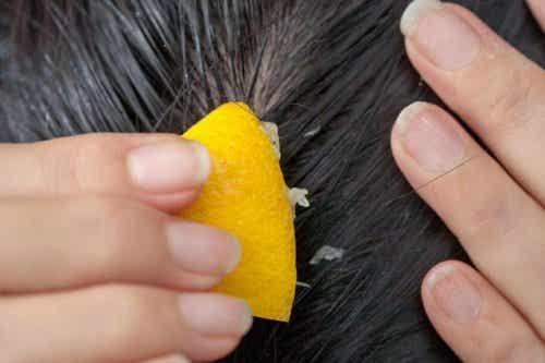 Como combater a queda de cabelo com suco de limão?