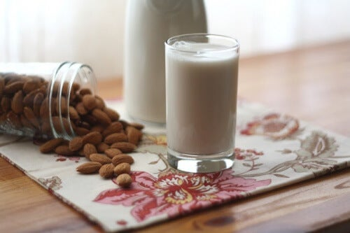 leite_de_amendoas_para_articulacoes_fracas