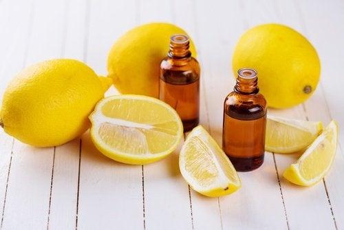 Limão para tratar uhas frágeis