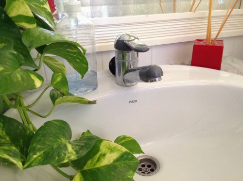 Como eliminar os maus odores do encanamento de casa