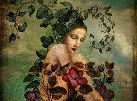 Mulher amadurecendo com folhas