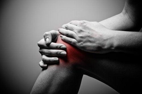 Como tratar as dores no joelho naturalmente
